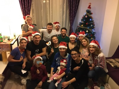 friends_all_togeter_christmas